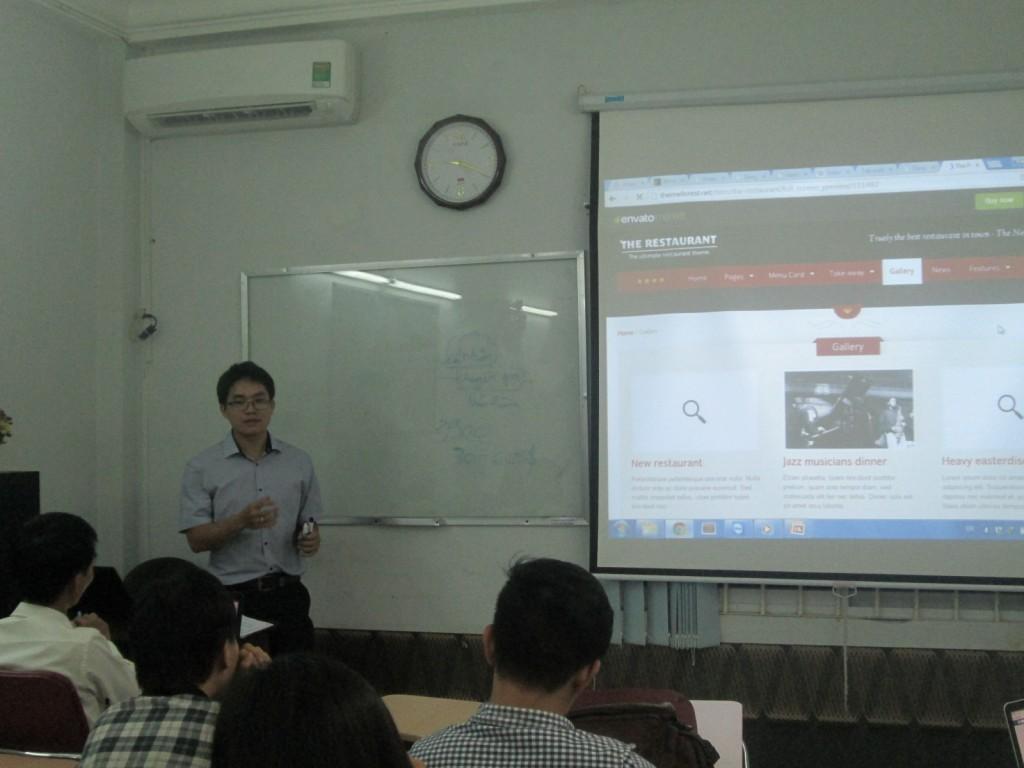 Bình đang chia sẻ cách thiết kế web WordPress